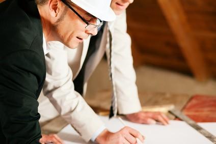 Bauingenieur bei der Arbeit