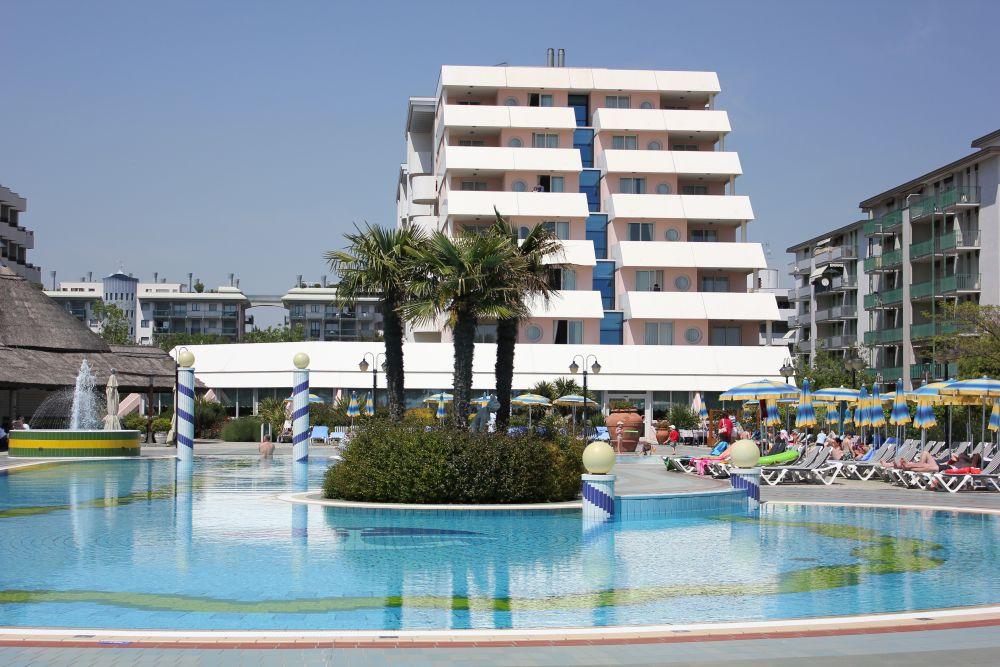 Swimming Pool Apart Hotel Bibione